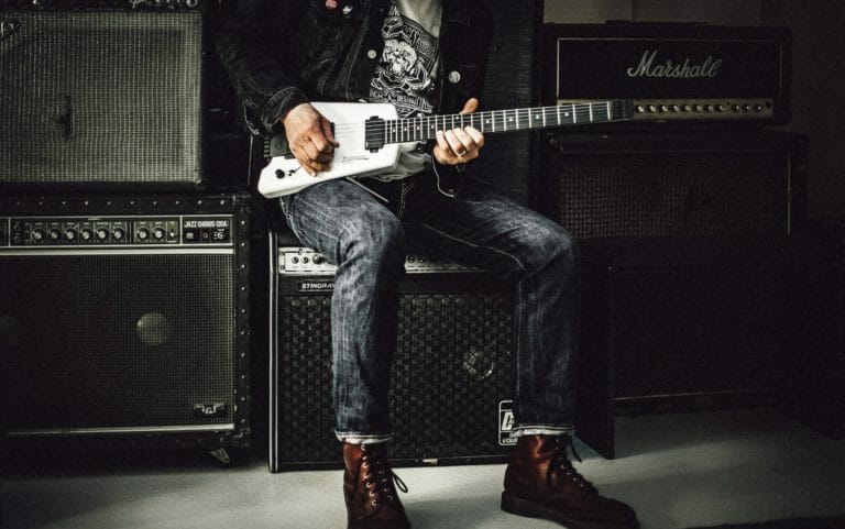 Best Acoustic Guitar Amps Under $1000 – 3 Worth Considering