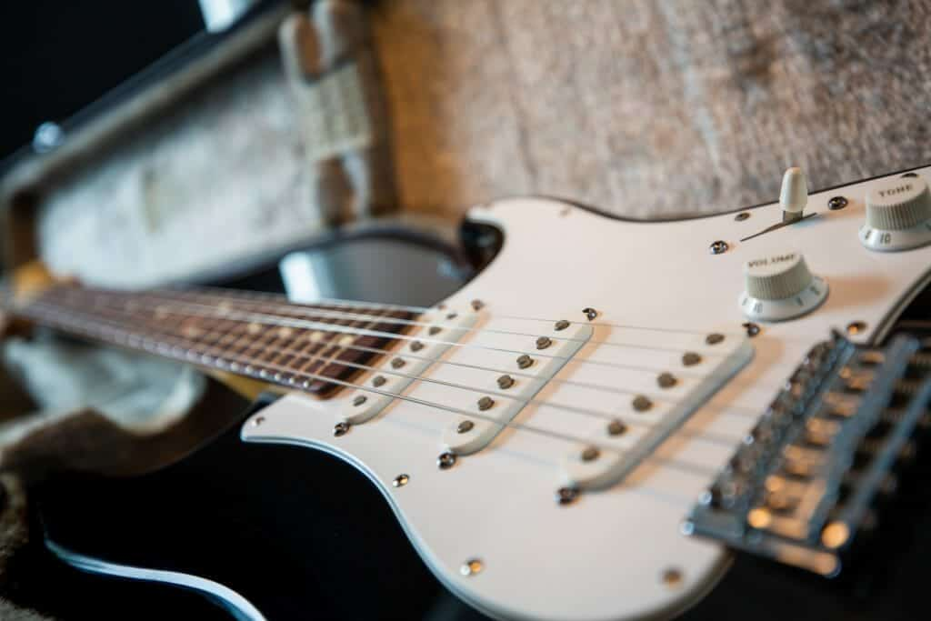 how to buy a starter guitar